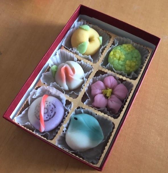 毎日が和菓子日和 | 京山 | 季節の彩り(ミニ練切:春)